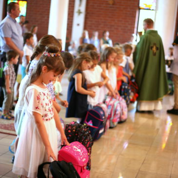 Msza święta na rozpoczęcie roku szkolnego 2019/2020 z poświęceniem plecaków pierwszoklasistów.